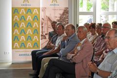 2019-06-30 Presentatie boek Meerwijk in kasteeltje Meerwijk (22) Uitreiking presentie exemplaren aan van Rappart en Thije-Hannes