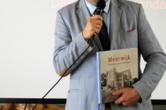 2019-06-30 Presentatie boek Meerwijk in kasteeltje Meerwijk (25) Uitreiking presentie exemplaren aan van Rappart en Thije-Hannes