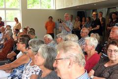 2019-06-30 Presentatie boek Meerwijk in kasteeltje Meerwijk (26) Uitreiking presentie exemplaren aan van Rappart en Thije-Hannes