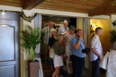 2019-06-30 Presentatie boek Meerwijk in kasteeltje Meerwijk (27) Uitdelen boek aan voor-inschrijvers