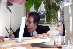 2019-06-30 Presentatie boek Meerwijk in kasteeltje Meerwijk (36) Uitdelen boek aan voor-inschrijvers
